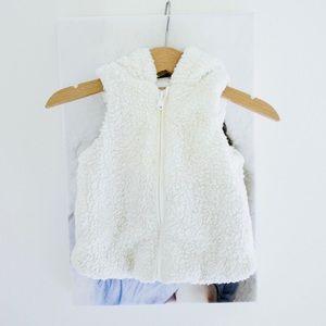 ❤️ 3/$30 Gymboree unisex shearling fleece vest